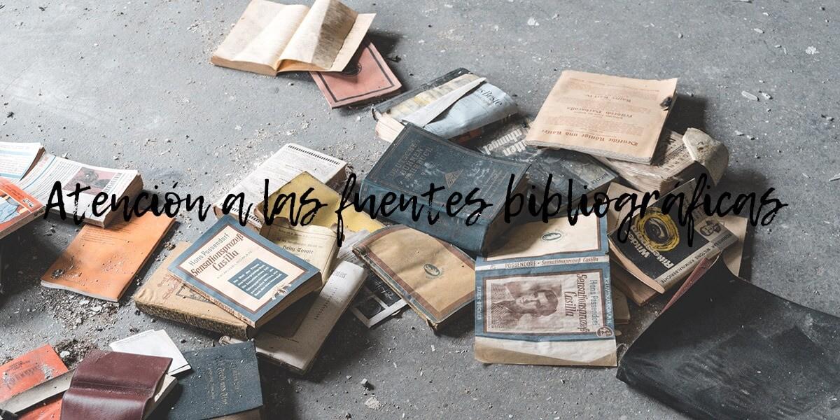 libros viejos en el suelo