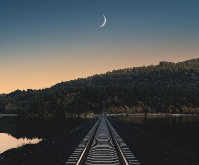 camino entre el sol y la luna
