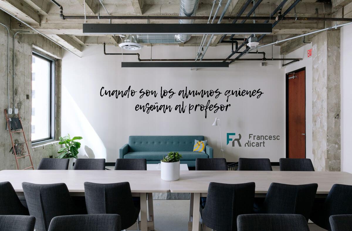 mensaje profesor en una pared