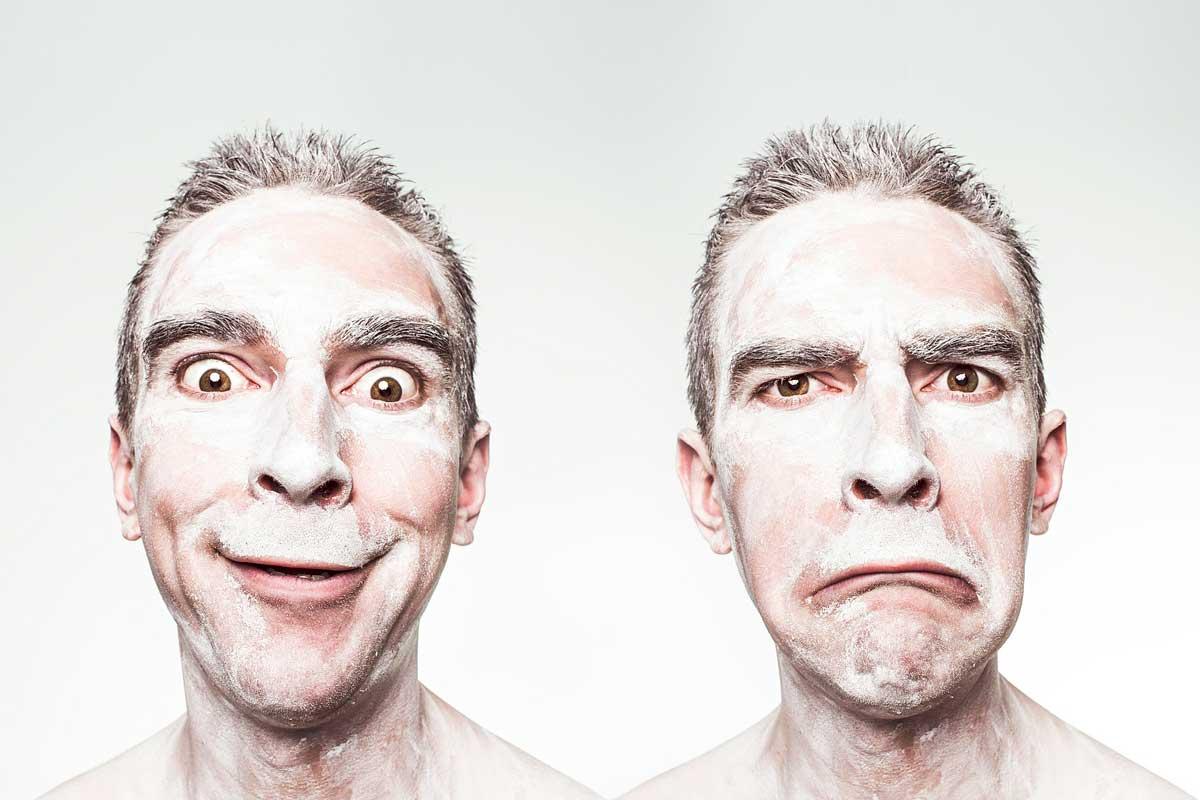 señor bipolar. contento y triste.