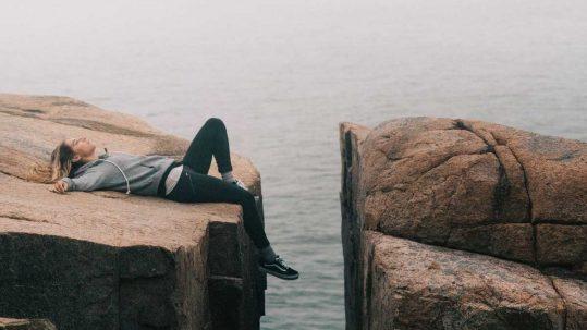 persona rendida y cansada
